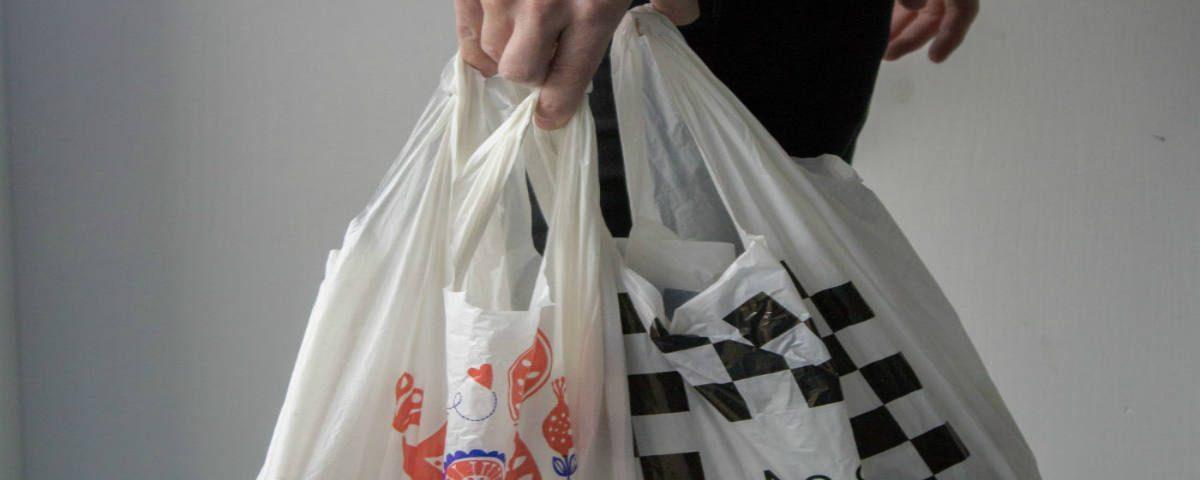 Bolsas de plastico suficiente con ponerlas de pago-fluyecanarias