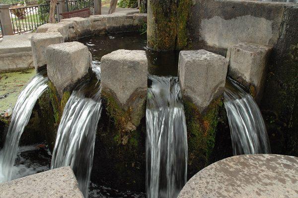Cantonera de agua.