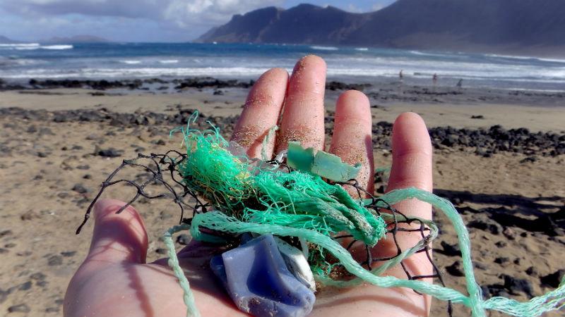 201709 muestras de plastico playa de Canarias Famara