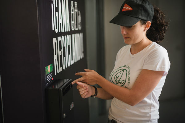 Lanzarote estrena su primer sistema de pago por reciclaje 1