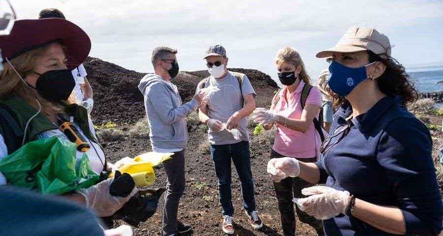 tenerife-walking-festival-2021-voluntarios limpian el barranco de Teno